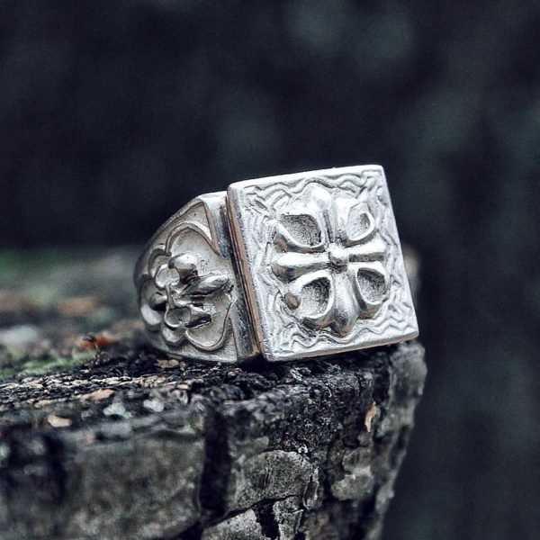 Man's ring with a cross and lilies